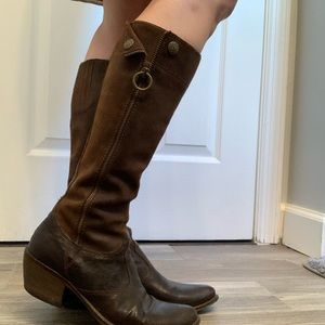 Italian leather boots by Vero Cuoio size 36.